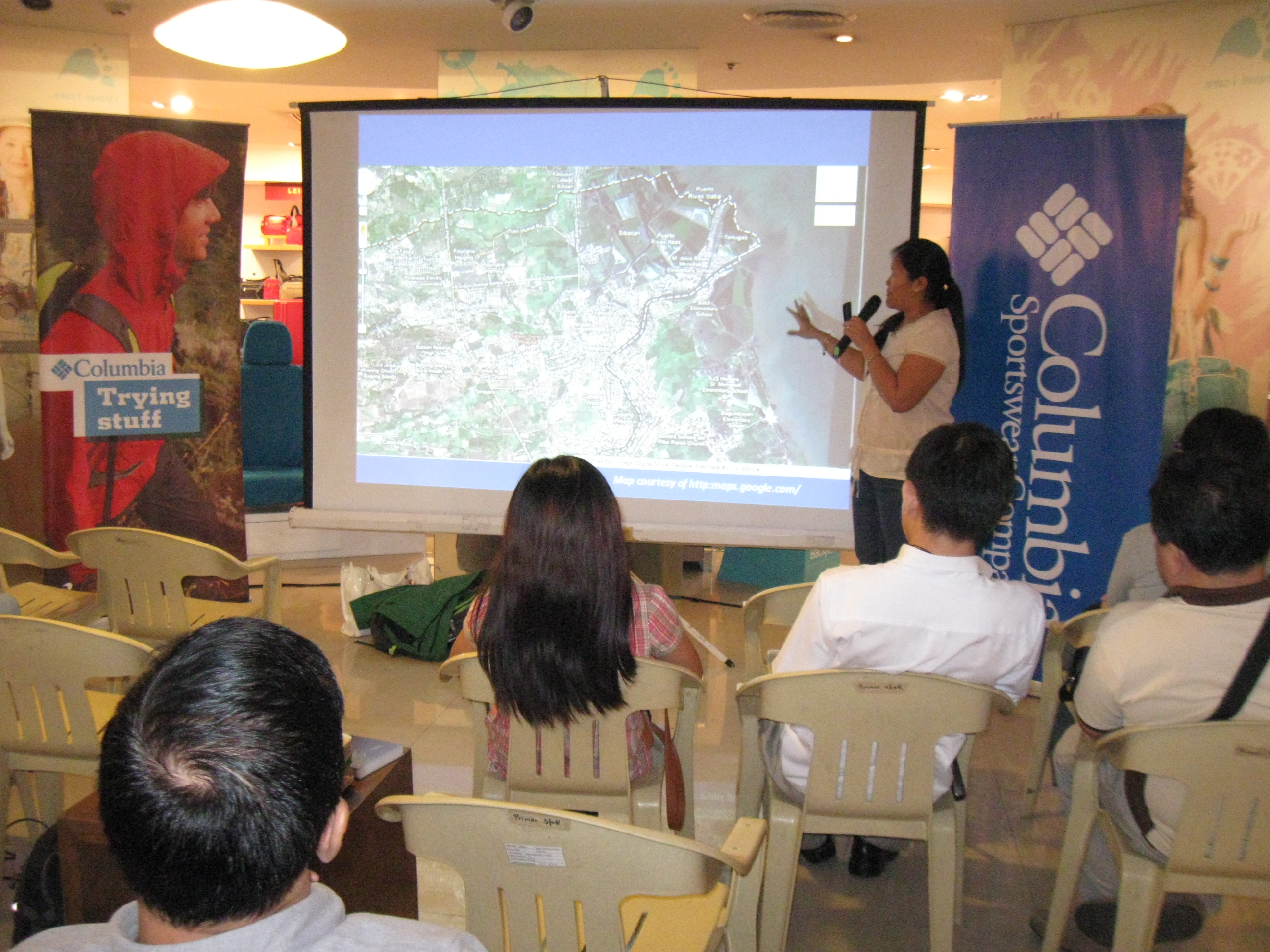 Trinket gives a talk about birding in Balanga. Photo by Jun Osano.