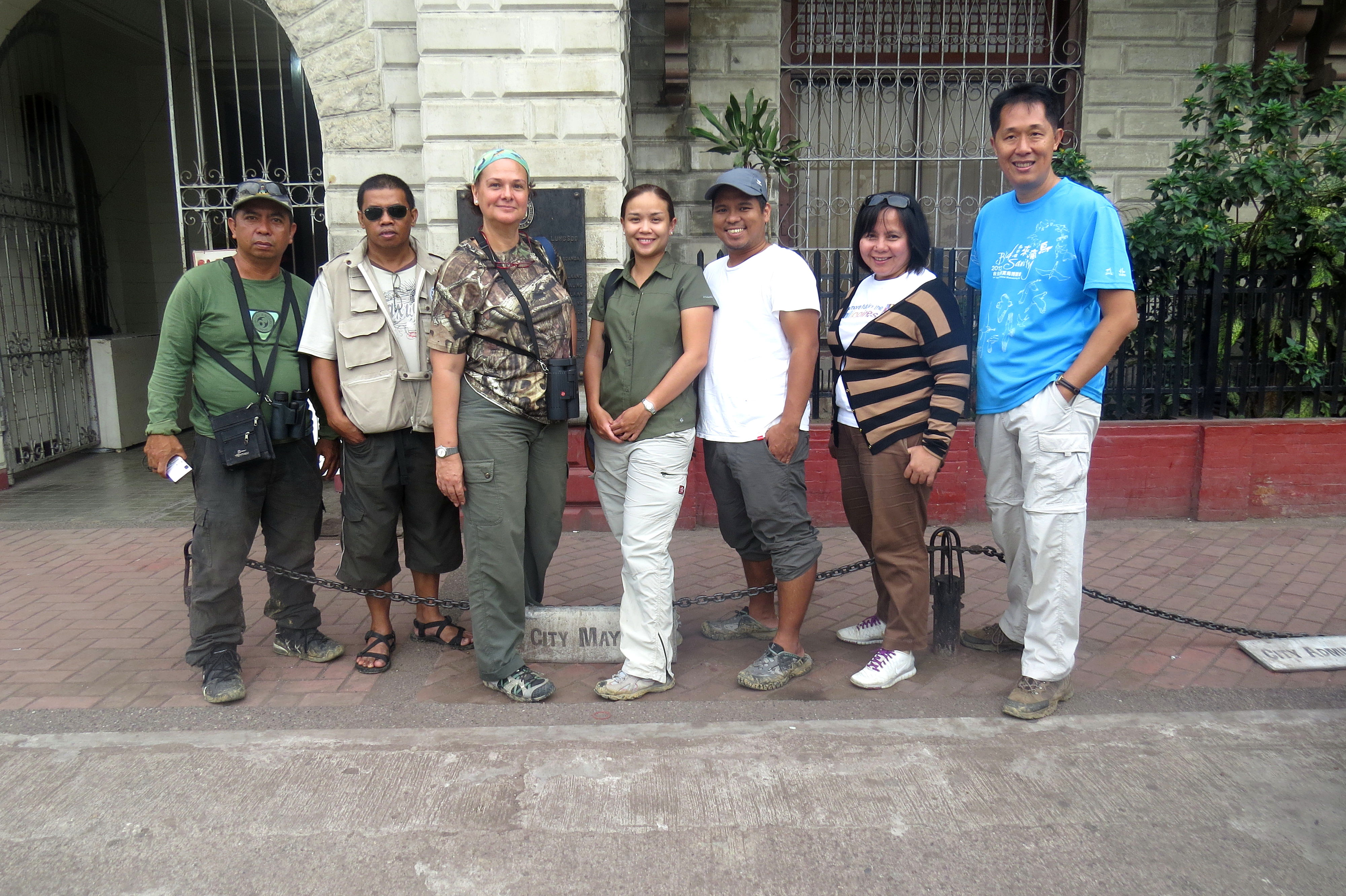 Posing in front of the Zamboanga City Hall. Frome L-R: Joel Baysa, Mike, Gina Mapua, Maia Tanedo, June Bugante, Mike Lu. Photo from Maia Tanedo.