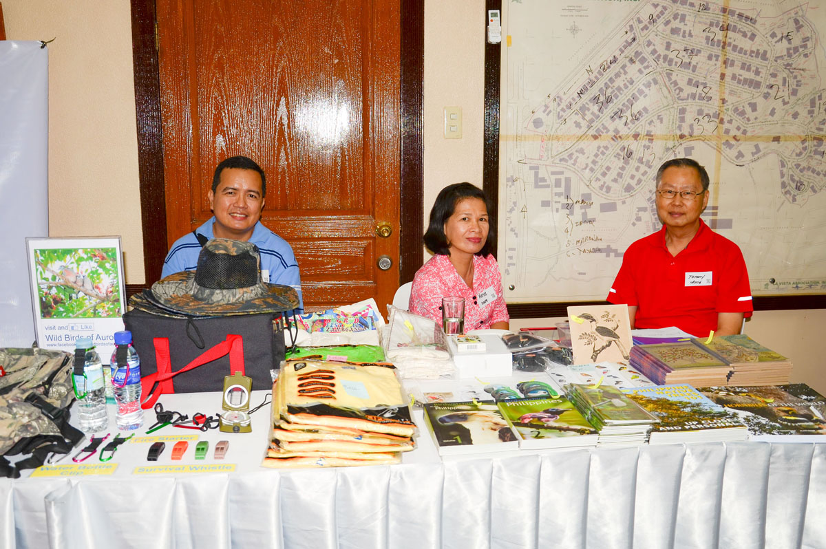 Silent Auction & Merchandise Sales team volunteers Paul Guerrero, Rose Lacson & Tommy Tan. Photo by Marites Falcon