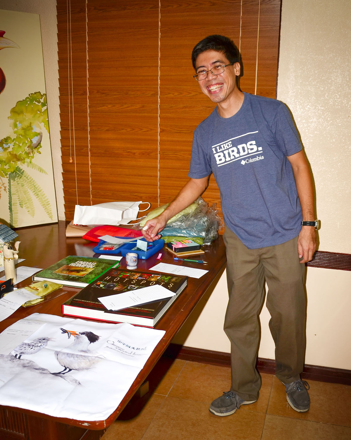 Silent Auction volunteer Jon Javier all set for the action.   Photo by Marites Falcon.