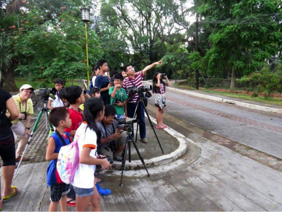 A guided tour with the children from the He Cares Foundation using WBCP equipment. Photo by Maia Tanedo.