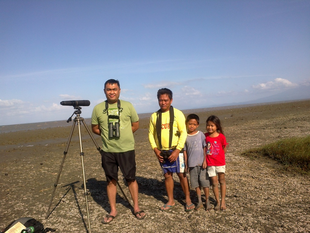 WBCP member Felix Servita with the Cabusao Wetlands warden Frederico Maravilla and kids. Photo from Felix Servita