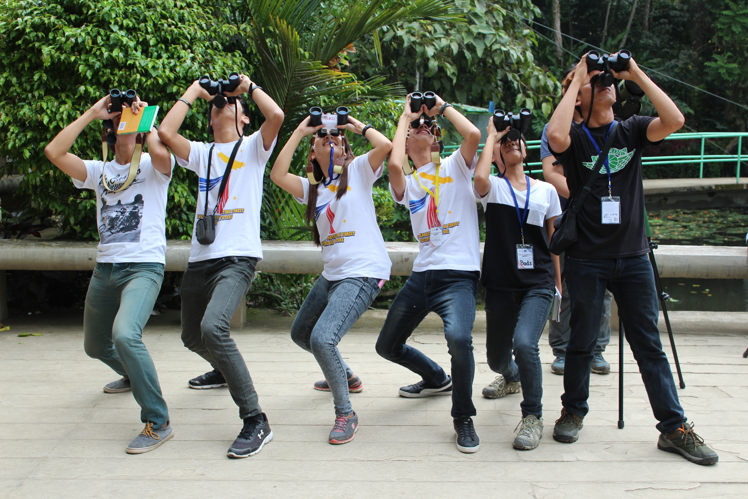 Participants enjoying a light moment while birding int he afternoon. Philippine Eagle Foundation.