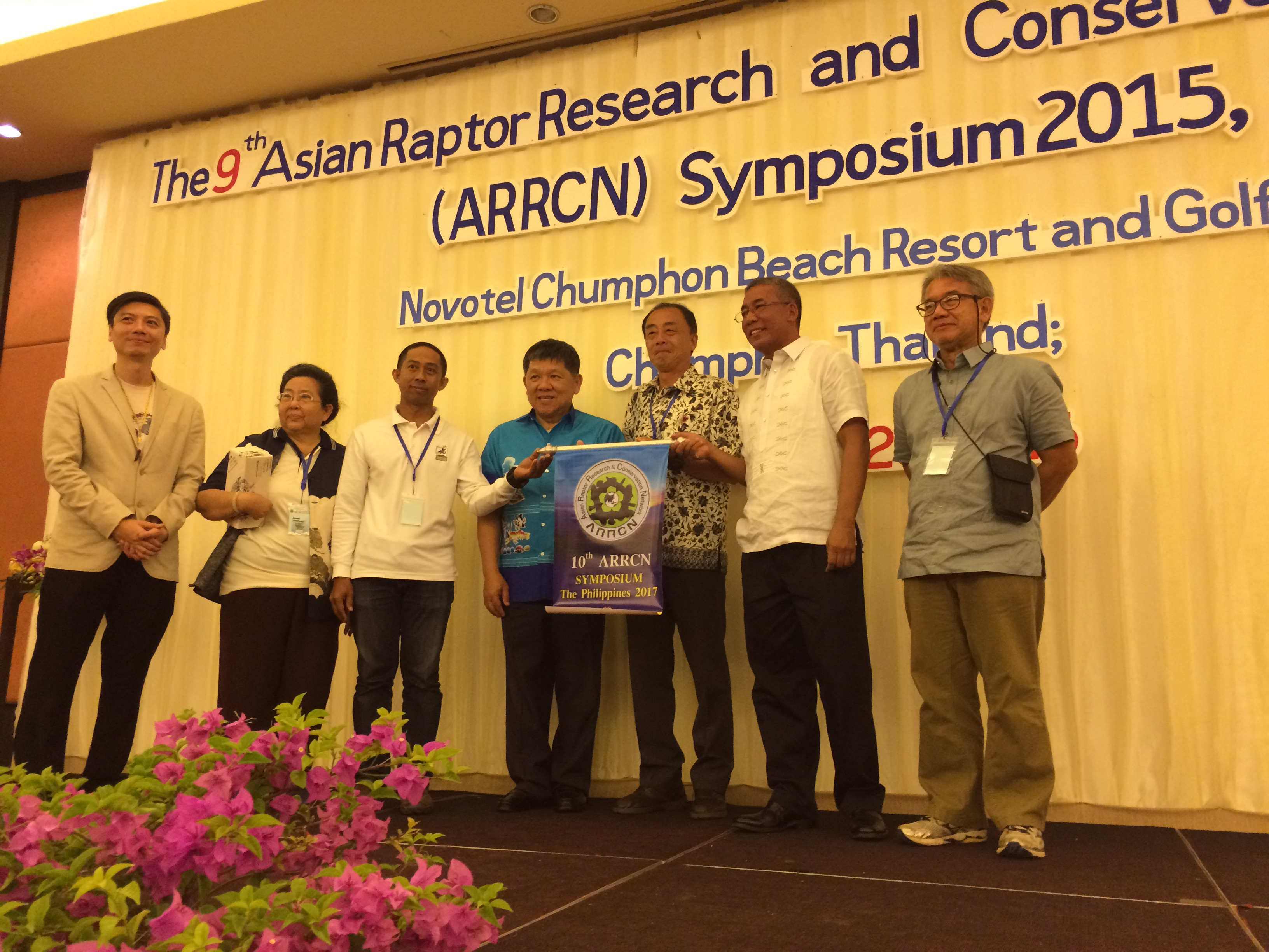 Turnover of the Symposium banner to the Philippine delegation.