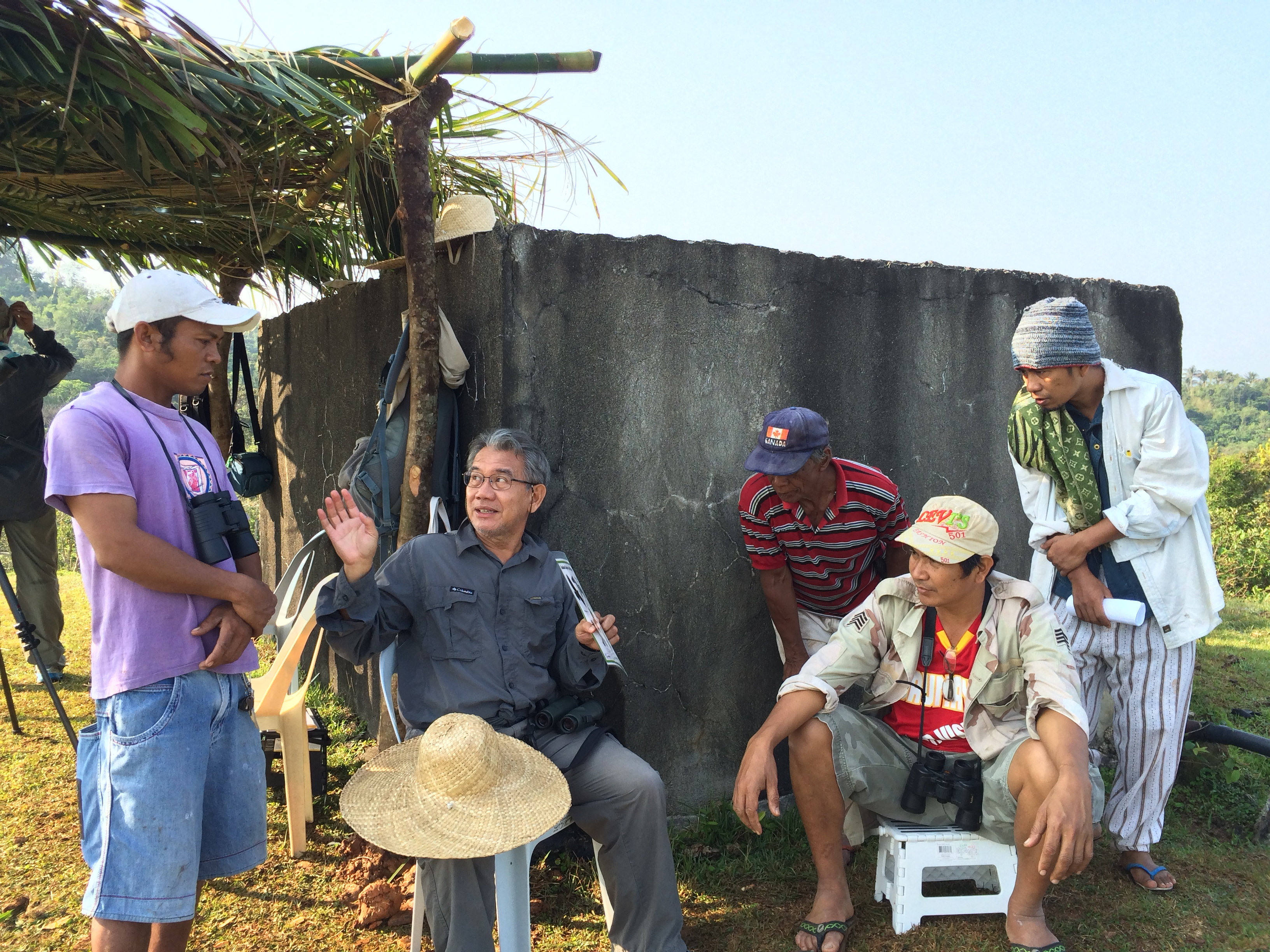 Alex orienting the Caunayan Barangay Captain and locals about raptor migration